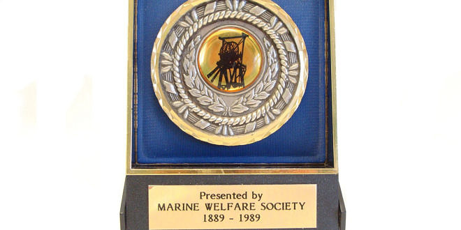 The Marine Colliery Closure Commemorative Plaque and Badge